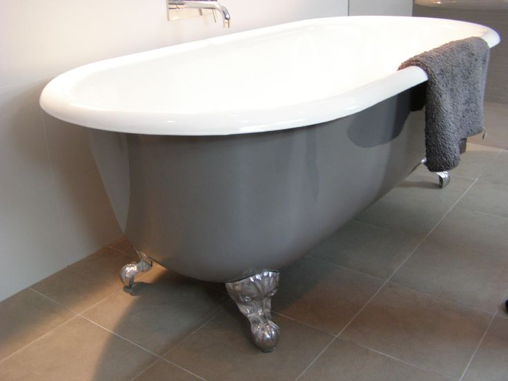 1730mm Double Ended Bath, a bath designed for two people to bathe in.  The vitreous enamel interior is available in white or ivory and some art deco colours, the exterior is painted to clients choice.  The bath feet can be either painted, solid brass, chrome plated, copper plated, nickle etc