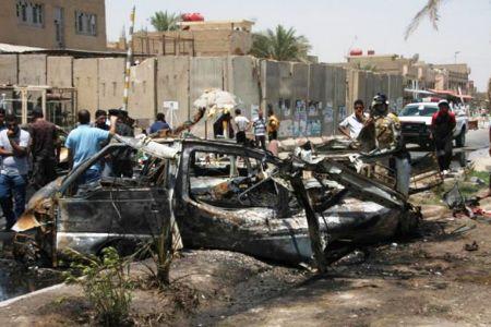El estallido de dos coches bomba se ha saldado con cinco personas muertas y otras cincuenta heridas en la ciudad de Diwaniya, situada a 180 kilómetros al sur de Bagdad.
