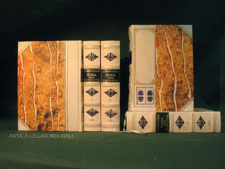 Collana libri di filosofia antica Legatura di pregio per bibliofili.  #legatoria #legatoriaviali #viterbo #rilegature #bookbinding #bookbinder #rilegatura #artisan #artigianato #artigiano #italy #italia #rilegare #libri #books #ArtigianatoArtistico #rilegatore #orvieto #roma #tuscia #LegaturaDiPregio #reliure #oro #OroASecco #bibliofili #biblioteca #filosofia #LibriAntichi #restauro #FilosofiaAntica #pergamena #incisione #fattoamano #handmade
