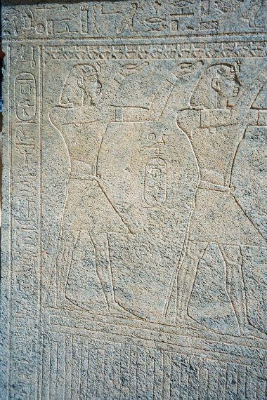 Relief de Taharqa sur le reposoir de la barque sacrée du temple d'Amon au Djebel Barkal. Napata. Soudan. Source : nubie-international.fr