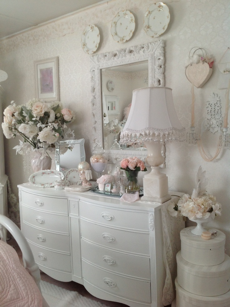 Doris Gray's bedroom wow! | Shabby Chic ;) | Pinterest