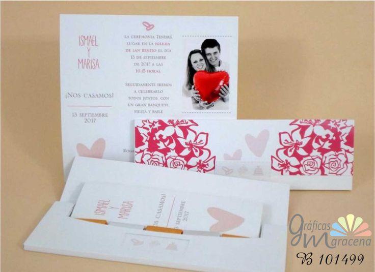Invitación de boda acompañada de bombones.