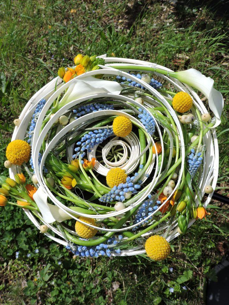 """Bouquet de Mariée , style décoratif concentrique fluide  """" Vitaminé"""" techniques structure , filetage , collage, 1ere année Bp . Mars 2016 . CFA Blagnac ( France)."""