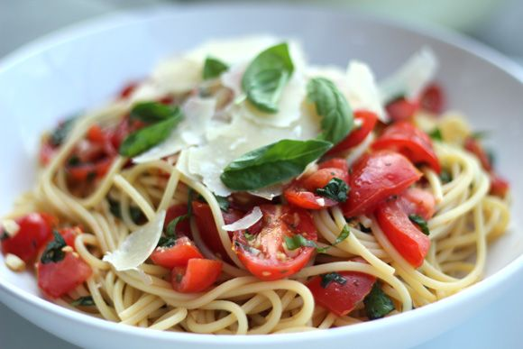 Linguine with marinated tomato // Channeling Contessa