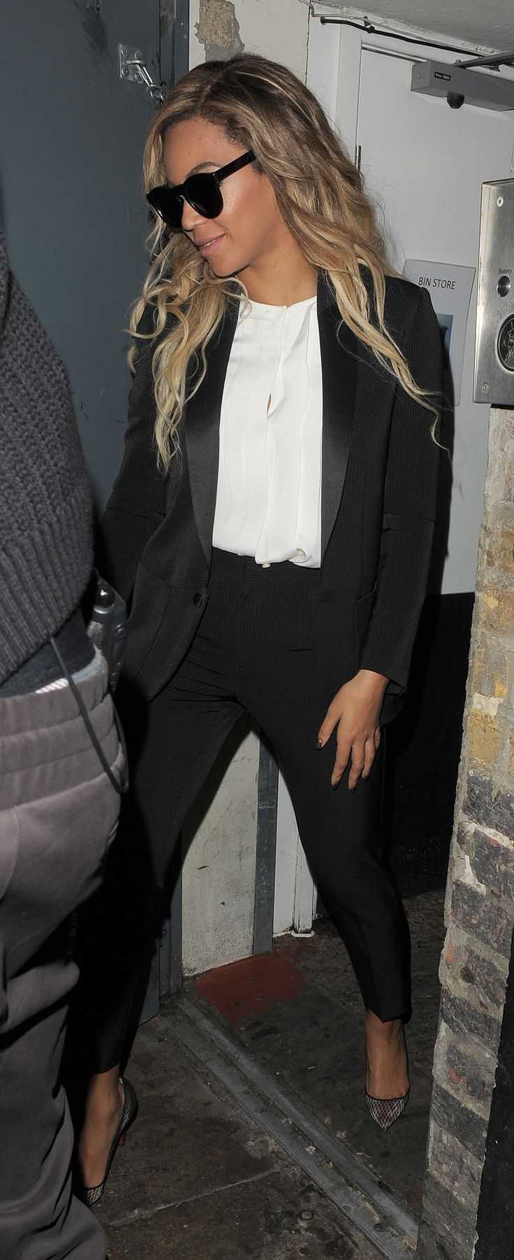 Going for a classic look in black trousers, a black tuxedo jacket and white blouse. Who knew Beyoncé would provide such good interview outfit inspiration?