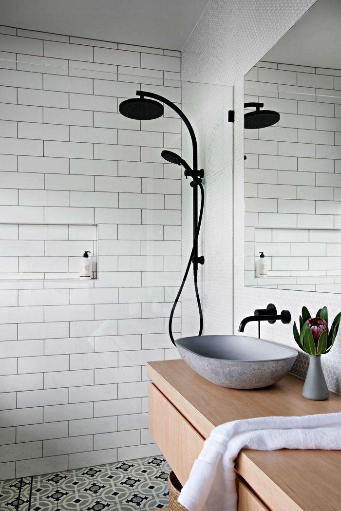 une salle de bain contemporaine au design scandinave épuré ...
