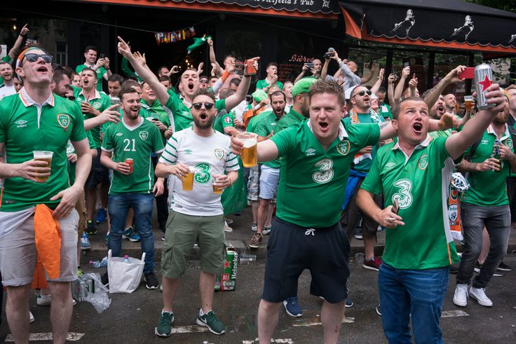 Magnum Photos - Richard Kalvar  FRANCE. Paris. Euro football tournament 2016. 75018. Irish fans outside an Irish pub.