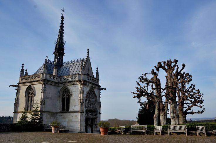 Discovering the mythical beauty of Loire Valley series - Amboise, France via www.maninio.com