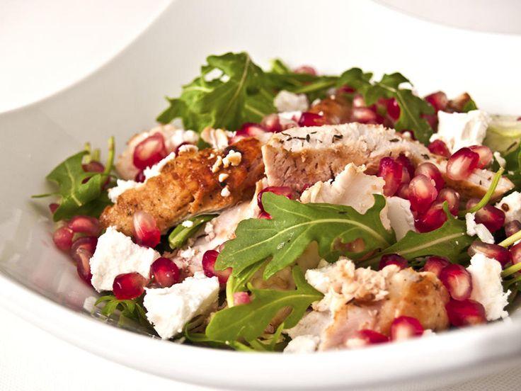 Salat er enkelt og godt fordi du kan lage den akkurat som du vil med alle dine yndlingsingredienser! Dette er en sommerlig variant med deilige smaker.