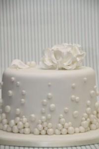 v Hochzeitstorte elegant weiß Rose Winter