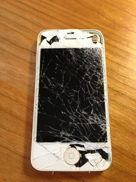 smashed iphone :-( completely repaired by iphone-repair.de