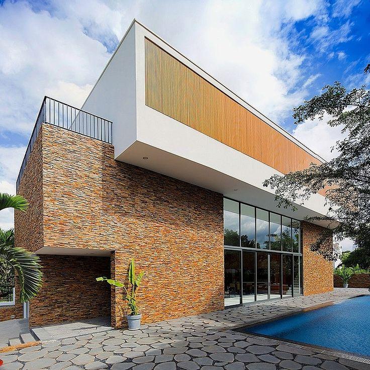 Fuschia Villa by MimA NYstudio and Real Architecture