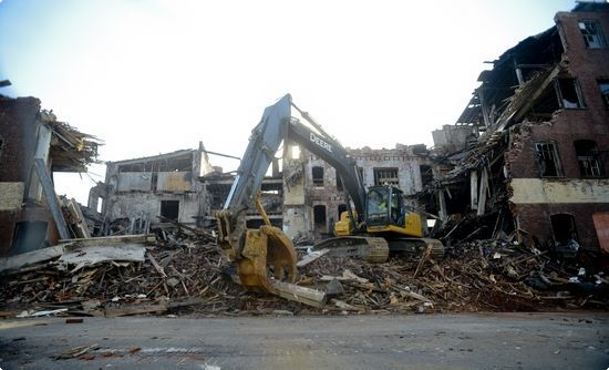 Crews demolish historic Reading warehouse destroyed by fire (VIDEO) | Reading Eagle - NEWS