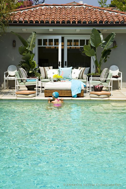 The closeness of the furniture so close to the pool is great UNLESS there is a wind blowing!