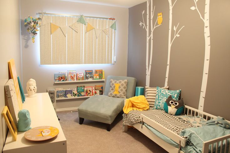 Cute toddler room. I love the colors and the wall. Would work for both boys and girls.