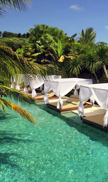 Looking to lounge? #Bali Wow, how amazing does this look... Relaxing by the pool with a cocktail in hand. Follow @yagouribe for more pics.