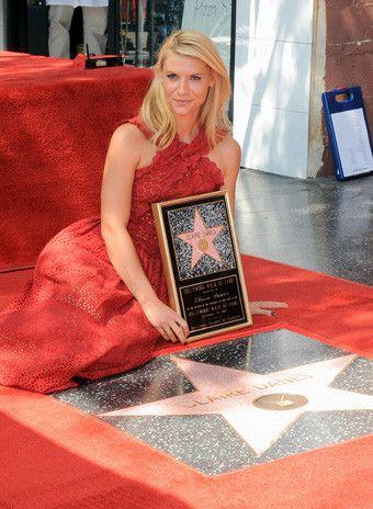 Клэр Дейнс получила звезду на Аллее славы - http://russiatoday.eu/kler-dejns-poluchila-zvezdu-na-allee-slavy/ Актриса стала 2559 по счету удостоившейся такой честиКлэр Дейнс получила именную звезду на голливудской Аллее Славы. 36-летняя актриса, чья карьера в последние годы переживает очередно