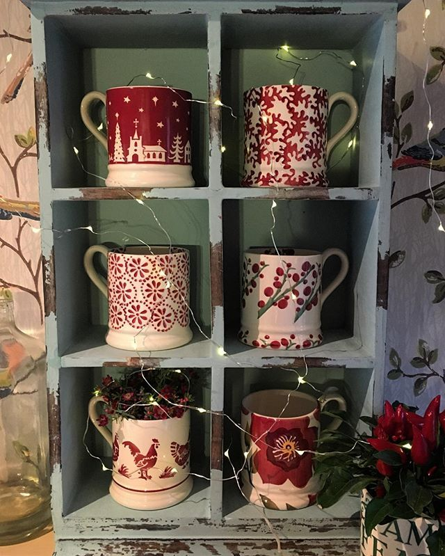 Ruby Tuesday ... ❤️#emmabridgewater #pottery #homedecor #myhomestyle #homeaccessories #vignette #instadaily