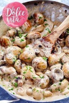 Niks is zo lekker als champignons op z'n Italiaans. Daarom geeft Franska een heerlijk recept voor funghi cremosi met Parmezaanse kaas en kruiden.