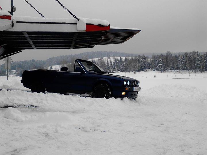 Oskar Vanecek Nam Poslal Fotku Sveho BMW 325i E30 Stazenou Strechu A Snih