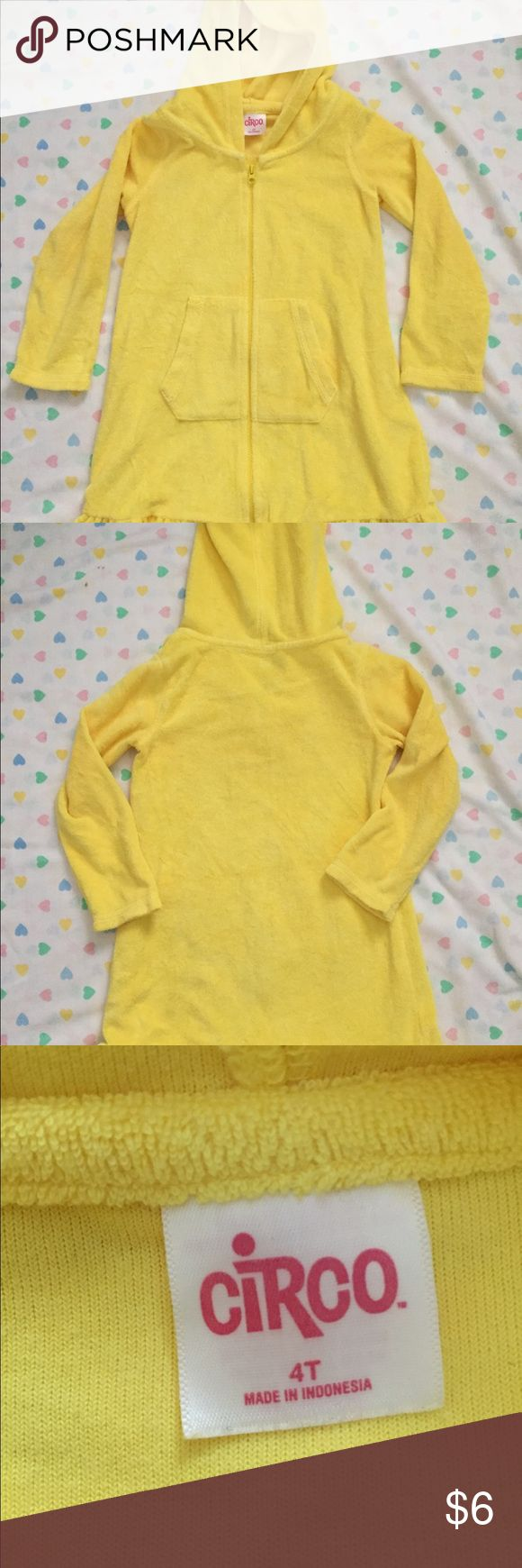 Girl's terrycloth cover-up Pretty yellow bathing suit cover up with hood, size 4T. Circo Swim Coverups