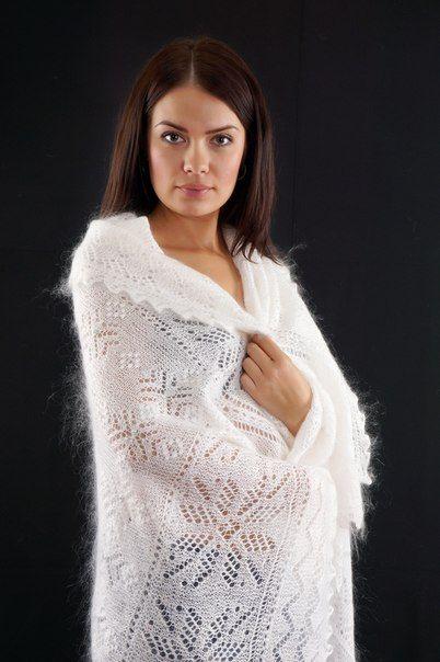 Схем вязания платков очень и очень немного. Связано это с тем, что оренбургские мастерицы просто не используют их. Техника передается из поколения в поколение, от бабушек и мам к внучкам и дочкам.