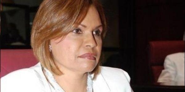 """A la senadora le """"rastrillaron"""" una escopeta y no logró que retiraran valla con el letrero """"Leonel es un peligro"""" - Cachicha.com"""