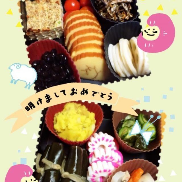 のし鶏、黒豆、酢蓮、くるみ小女子、栗きんとん、なます、昆布巻、のっぺ、飾り蒲鉾、ミニトマト、伊達巻。 あとは具沢山の雑煮汁を作り、あんこを炊いて、HBで餅つき。がんばった、うん。がんばった(笑) - 3件のもぐもぐ - 2015年おせち♪ by asaminaka