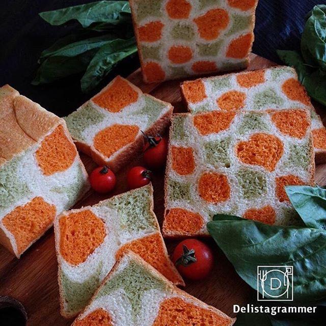 delicious photo by @noriko0o 市販の野菜ジュース( #トマトジュース と #青汁 )を使って作られた #野菜ジュースパン がすごい!!柄がとてもきれいに出ていて、これはまさに #萌え断 ですね😍しかもちゃんと野菜ジュースの味がするそう。たっぷり野菜を挟んだサンドイッチにぴったりな食パンです✨ . -------------------------- ◆インスタグラムの食トレンドを発信する、食卓アレンジメディア「おうちごはん」も更新中✨プロフィール欄のリンクから見れますよ https://ouchi-gohan.jp/ -------------------------- ◆このアカウントではインスタグラマーさんの素敵なPicをご紹介しています。 ハッシュタグ #LIN_stagrammer と以下のジャンル別のタグもつけて投稿してみてくださいね。 【FOOD】#delistagrammer #デリスタグラマー 【BEAUTY】#beaustagrammer #ビュースタグラマー 【LIVING】#livstagrammer #リブスタグラマー…