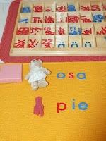 La caja de los objetos y el alfabeto móvil