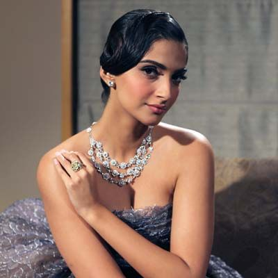Sonam Kapoor walks the ramp of the Indian International Jewellery Week