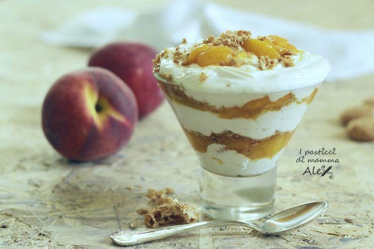 Crema+di+yogurt+greco+alle+pesche+caramellate