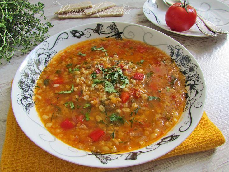 """Постный густой суп из чечевицы, булгура, томатов и красного сладкого перца Нам понадобятся (на 2-х литровую кастрюлю):  - 100 гр булгура - 100 гр чечевицы - 1 сладкий красный перец - 5-6 консервированных помидоров в собственном соку - 3 ст.л. томатного сока - 1 луковица - кинза и укроп - 2 зубчика чеснока - растительное масло - 2 ст.л. - соль, черный молотый перец - щепотка приправы """"хмели-сунели"""" (можно не добавлять) http://vk.com/domashnie_recepty?w=wall-119895_38059"""
