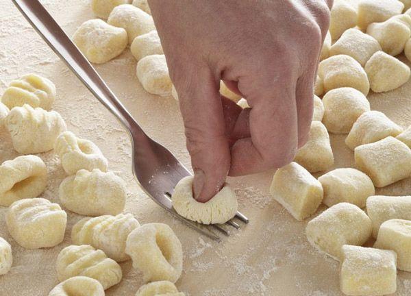 Gnocchis fait maison avec Thermomix, en suivant cette recette recettes détaillée vous pouvez préparer les gnocchi italiens à la maison.