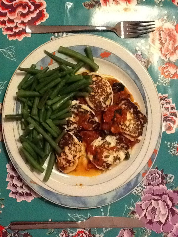 Ricottabeignets met tomatensaus en sperziebonen.  Uit: Jamie in 15 minuten.