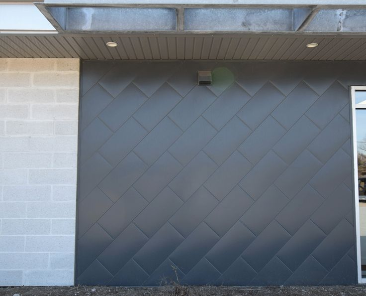 This is our Metal Block in Anthracite Zinc Color.  Notre Metal Block en couleur Zinc Anthracite.