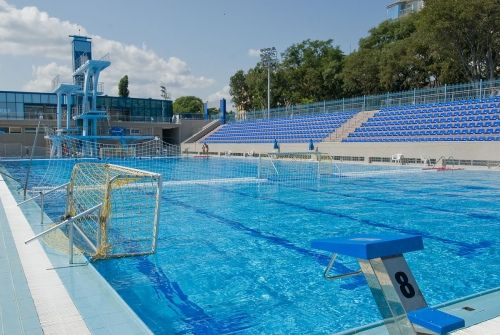 olympic size swimming pool and spa swimming
