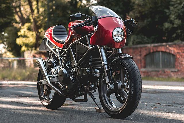 Ducati's first and arguably best tilt at the modern cafe racer was their achingly beautiful Sport 1000. We still regret not grabbing a new one before they ceased production in 2008, and we bet we're not the only ones. But there's always the custom route to modern cafe Ducati ownership and Germany's Kaspeed have done just that. Here's their 2001 750SS SuperSport.