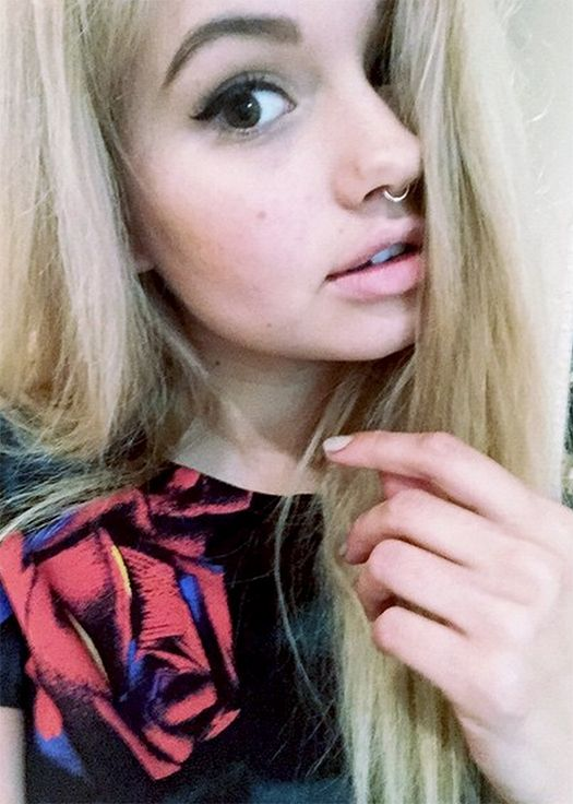Hey I'm Lucy! I'm 19 I'm a actor  I'm very weird :P and single . I'm Marie,Meg and Taylor's older sister introduce ?(Fc: Debby Ryan blonde)I'm addicted to pain just hurting myself