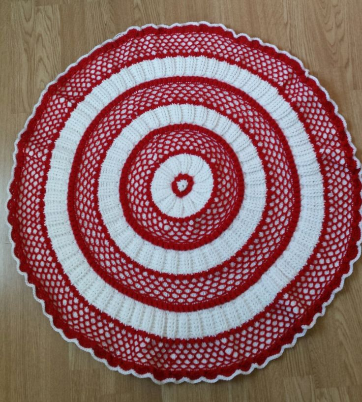 Red and White Baby Christmas Blanket, Lille Matellasse Circular Baby Afghan, Round Christmas Blanket by FamilyCrochetCabinet on Etsy