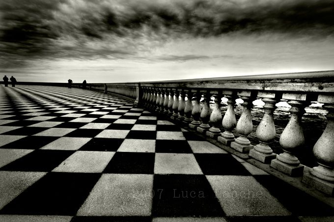 Pawns in initial position (by Luca Lacche):