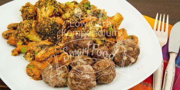 Diese Pilzpfanne mit Brokkoli und Hackbällchen ist schnell gemacht, mit viel Gemüse & ideal für eine smarte Low Carb Ernährung. Die musst Du probieren