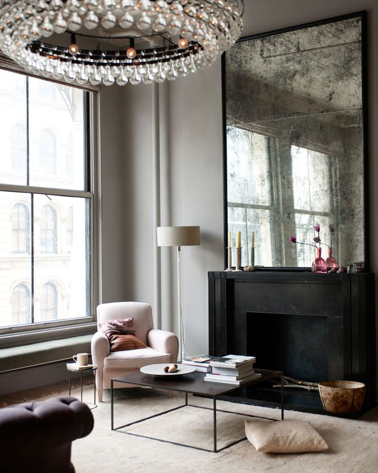 A New York - Crosby street apartment - un miroir fumé et des jolies lumières