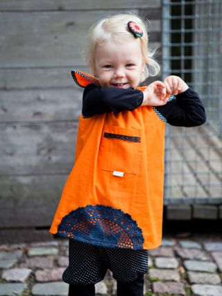 Lorun perhoshihamekko on syksyn mallistoa, mutta toimii ihanasti värinsä ja mallinsa puolesta myös kevätauringossa! - Astubutiikkiin.fi