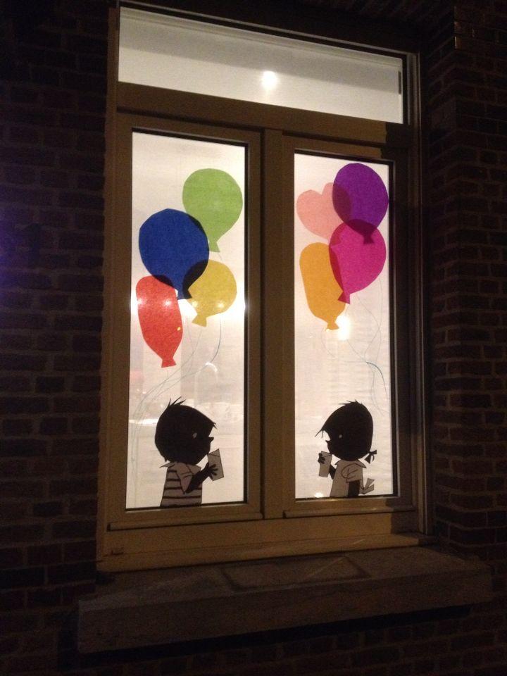 Jip en Janneke vieren feest! Raamdecoratie met zijdepapier en uitgeknipte silhouetten.
