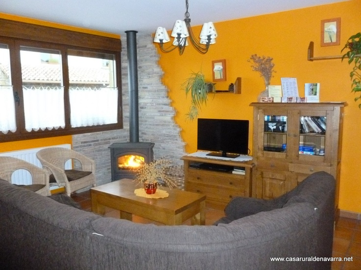 www.casaruraldenavarra.net  Disfruta de esta casa rural en Navarra tan acogedora ideal para niños  con sala de juegos,ginkana,wifi,jardín,barbacoa,chimenea....