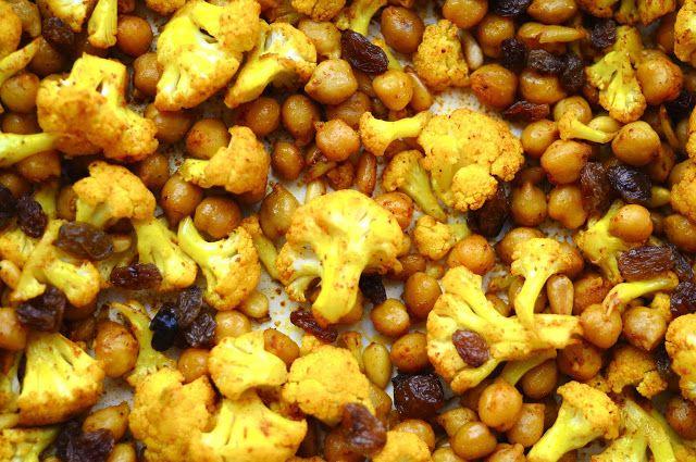 Ristede kikærter og blomkål med karry