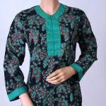 kumpulan model baju atasan simple, batik, lengan panjang yang keren dan modis untuk pria dan wanita yang cocok digunakan untuk berpergian bersama keluarga