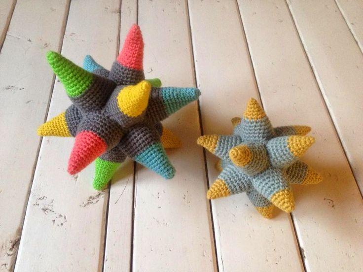 Garnkusserne   Lækre hækleopskrifter / DIY til dig, hjemmet og baby  : Stjernebold til babyleg
