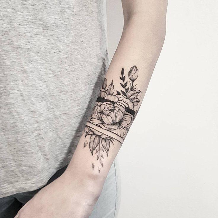 die besten 25 pfingstrosen blumen tattoos ideen auf pinterest blumen oberschenkel tattoos. Black Bedroom Furniture Sets. Home Design Ideas
